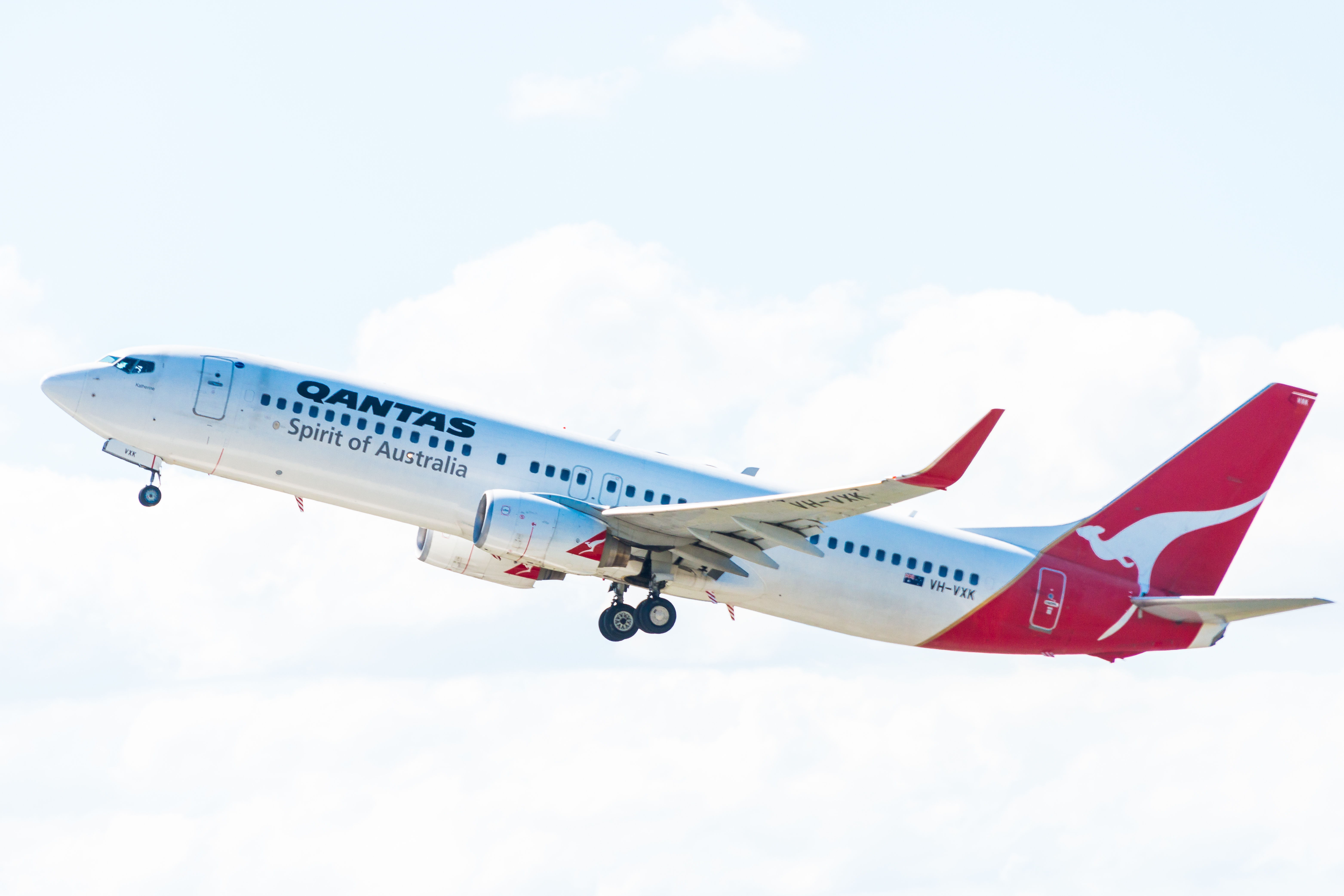 Qantas signs new distribution agreement